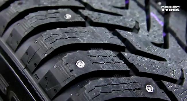 Neumáticos con clavos retráctiles